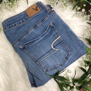 American Eagle | Light Wash Distressed Jeggings